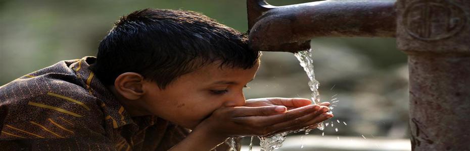 Световно проучване откри микропластмаса в 83 процента от питейната вода на Земята.